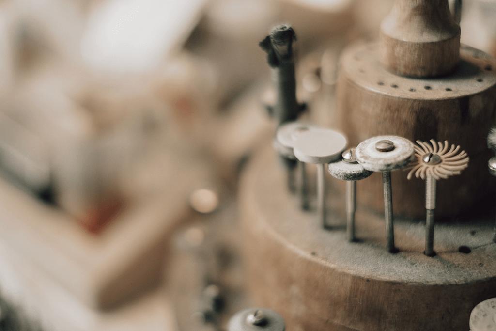 Goldschmiede Stößel | Gold- und Silberschmiede Uhren und Schmuck | Gerolzhofen – Werkzeug Peter Stößel