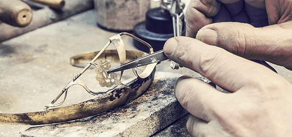 Goldschmiede Stößel | Gold- und Silberschmiede Uhren und Schmuck | Gerolzhofen – Weinkrone Peter Stößel